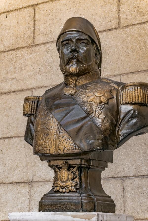 تمثال الخديوي إسماعيل بقصر عابدين