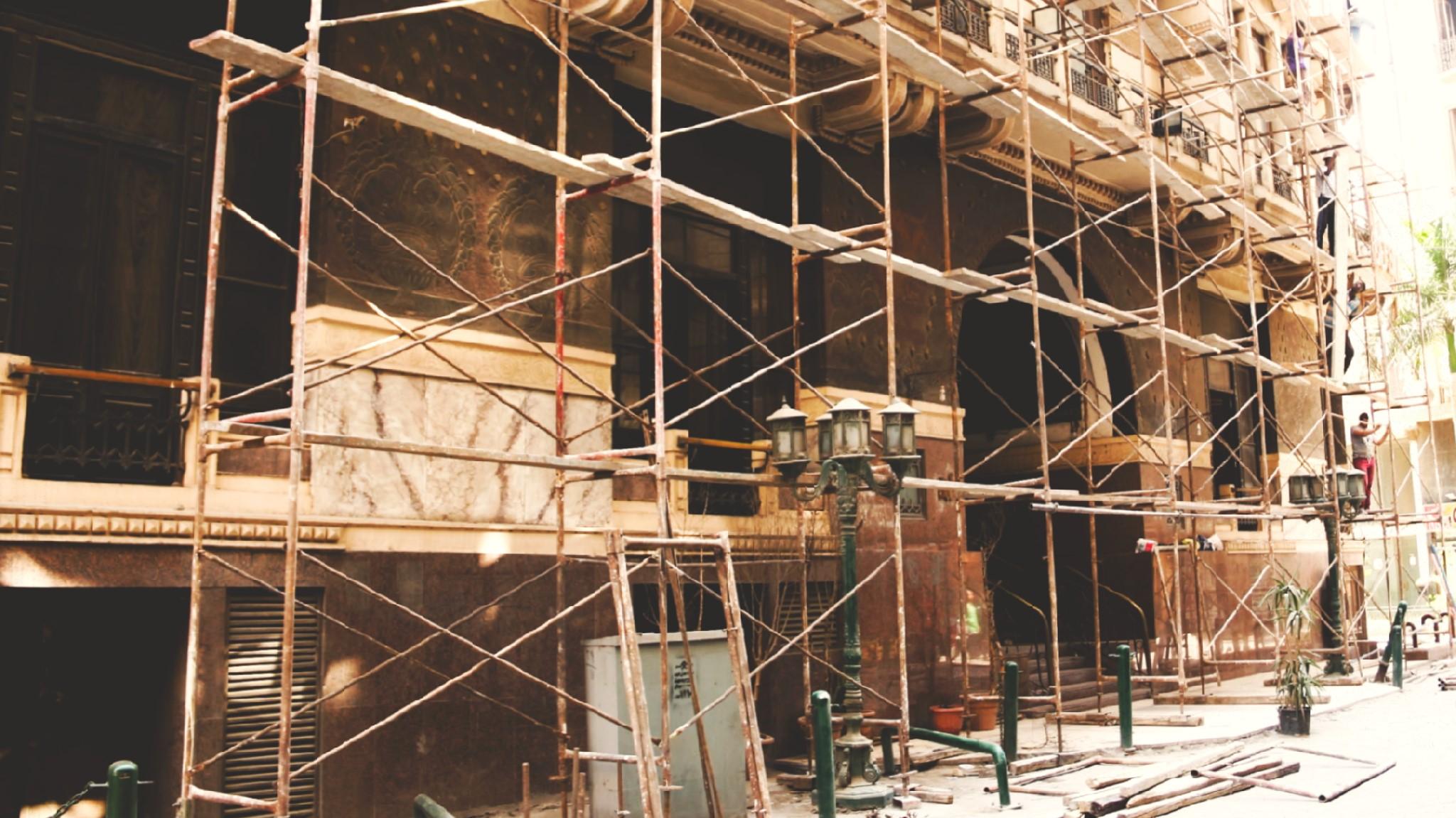 فندق كوزموبوليتان أثناء عمليات ترميمه بداية أكتوبر 2017 - تصوير: صديق البخشونجي