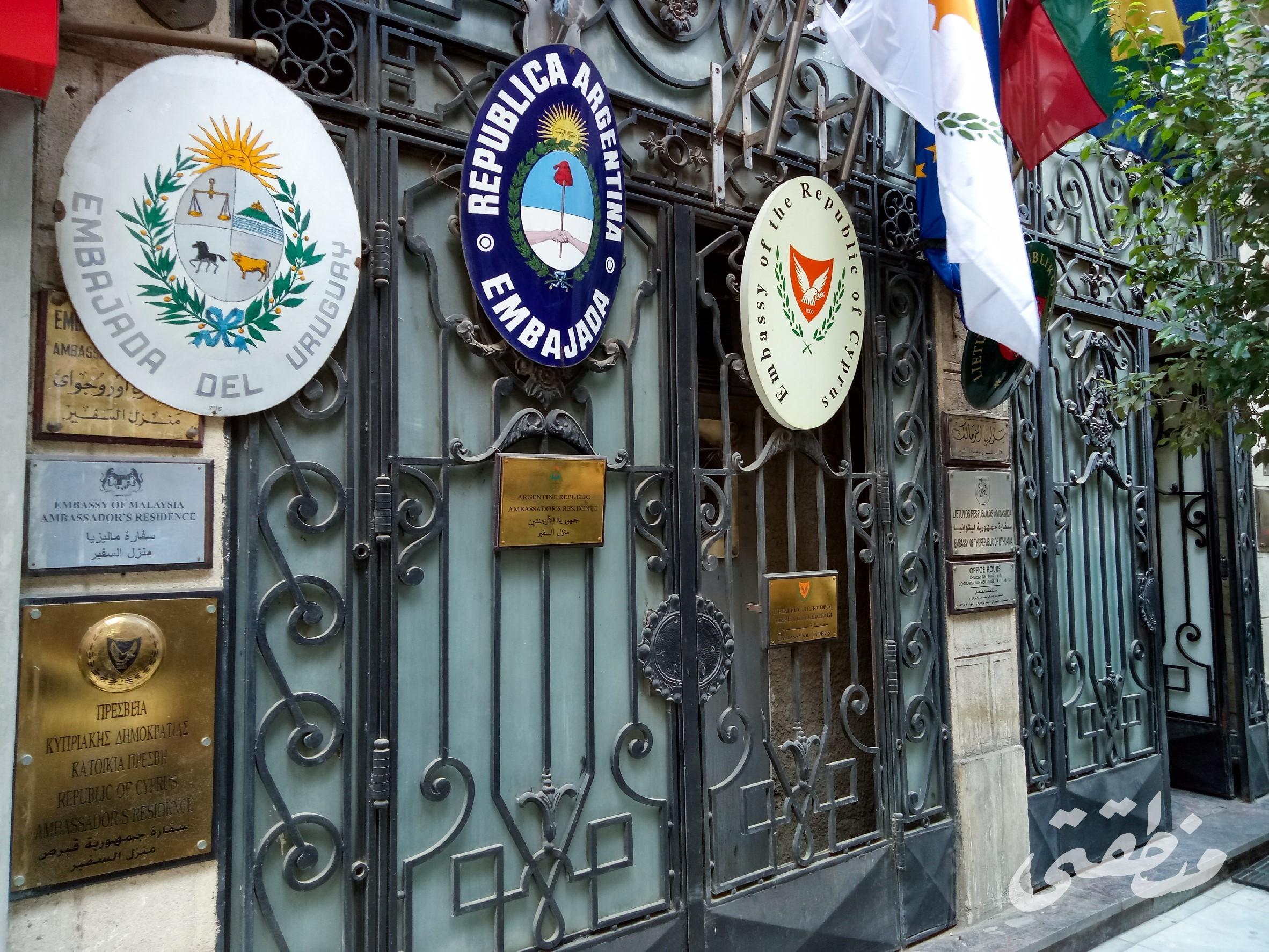 العمارة رقم 23 أ، ب شارع محمد مظهر، الزمالك، وتقع بجوار فندق هيلتون (السفير سابقا) - تصوير صديق البخشونجي