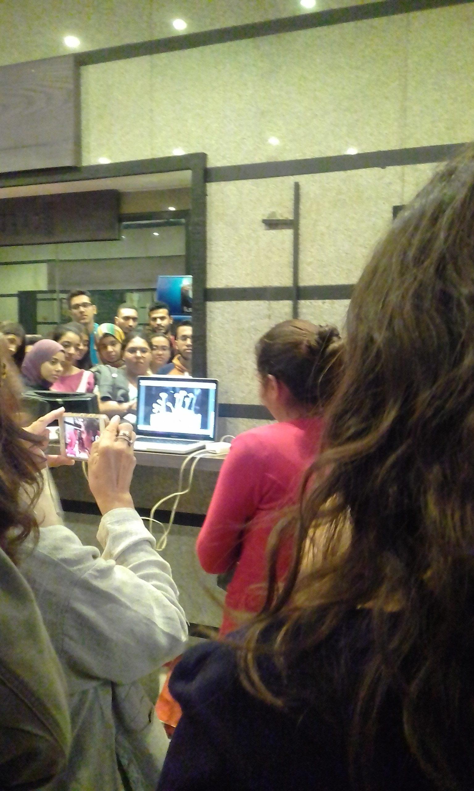 جانب من مناقشة العرض مع الجمهور - تصوير: سعاد أبو غازي