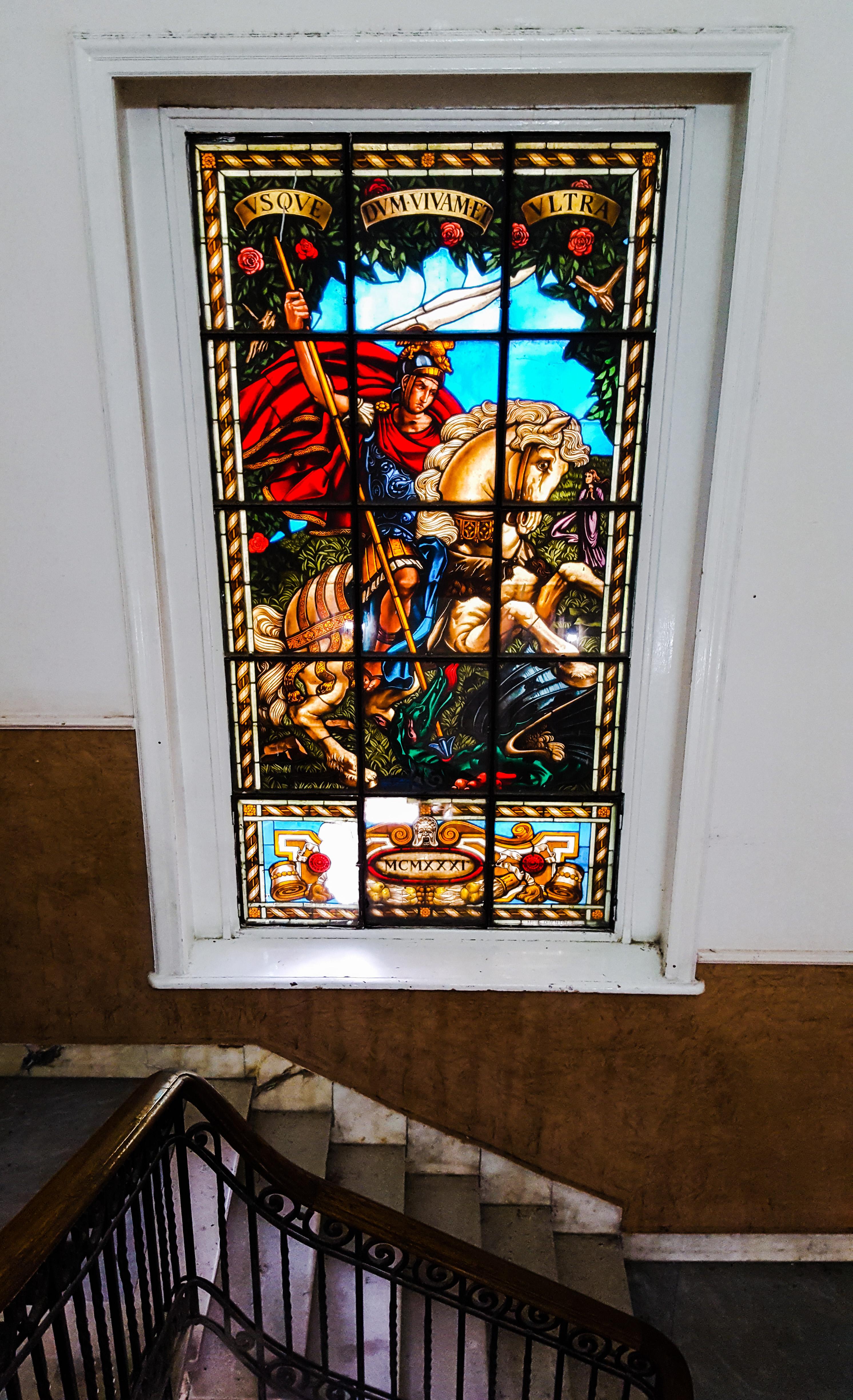نافذة ملونة تمثل لوحة لمار جرجس - تصوير: ميشيل حنا