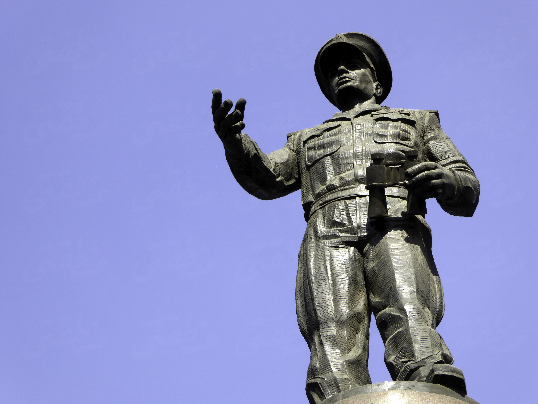 تمثال عبد المنعم رياض - تصوير: ميشيل حنا