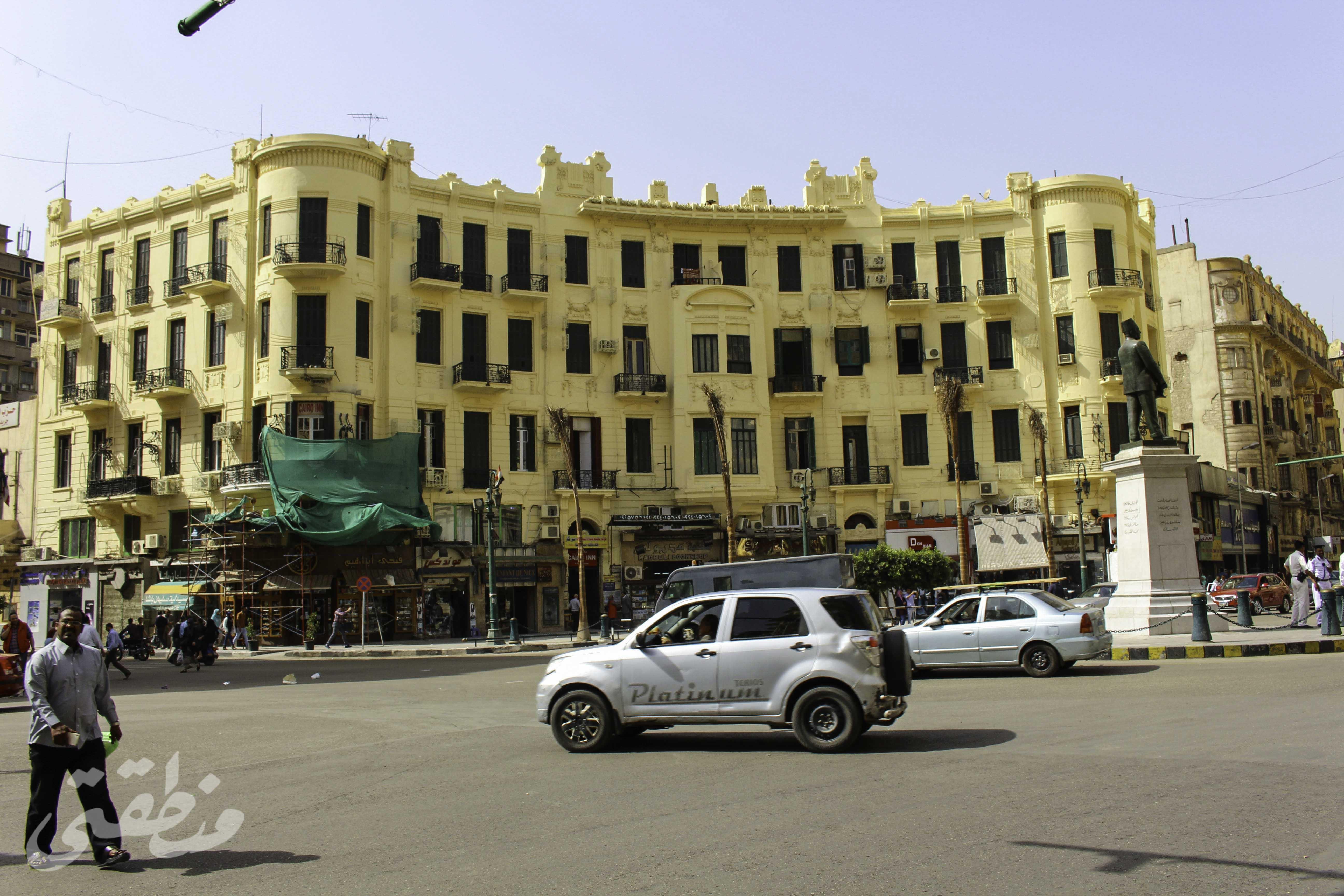 عمارات نصف دائرية بميدان طلعت حرب - تصوير صديق البخشونجي