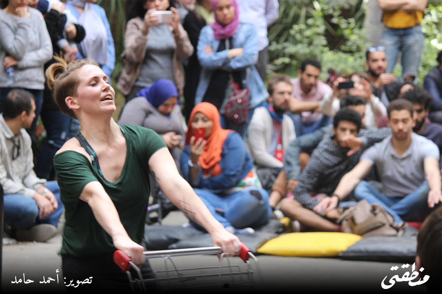 صورة أرشيفية- عربات تسوق -عرض رقص في الشارع - معهد جوته - دي كاف - تصوير أحمد حامد
