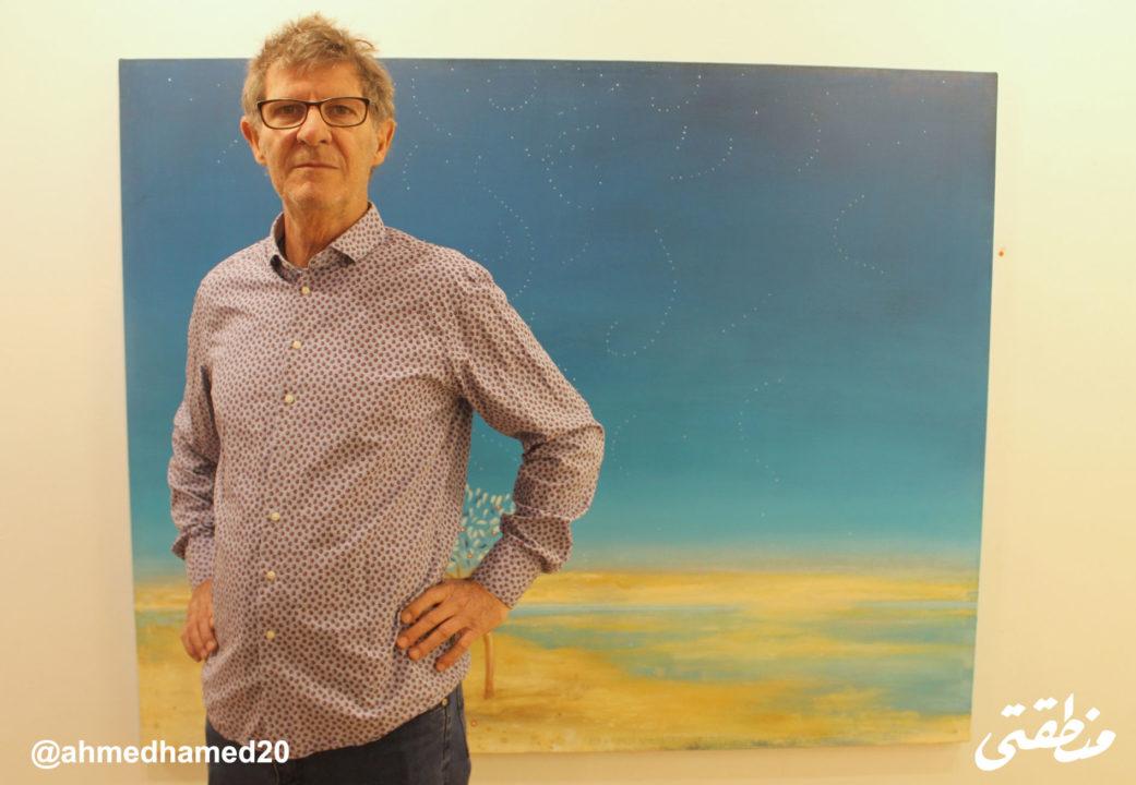 الفنان الإسباني خابير بويجمارتي خلال معرضه مناظر طبيعية بجاليري مشربية