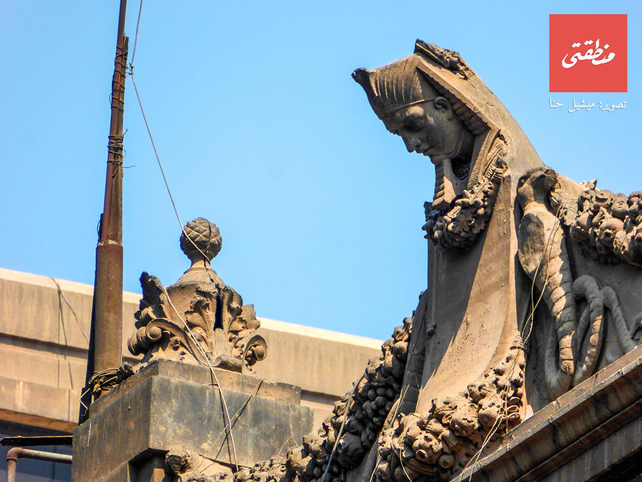 رأس فرعوني يطل من أعلى. شارع بستان الدكة - تصوير ميشيل حنا