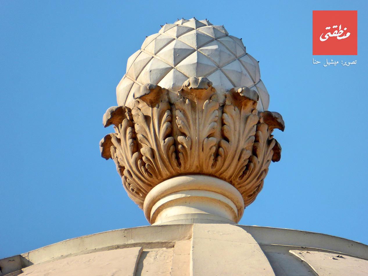 شكل زخرفي ضخم يعلو القبة الهائلة لمبنى البريد الرئيسي. ميدان العتبة - تصوير ميشيل حنا