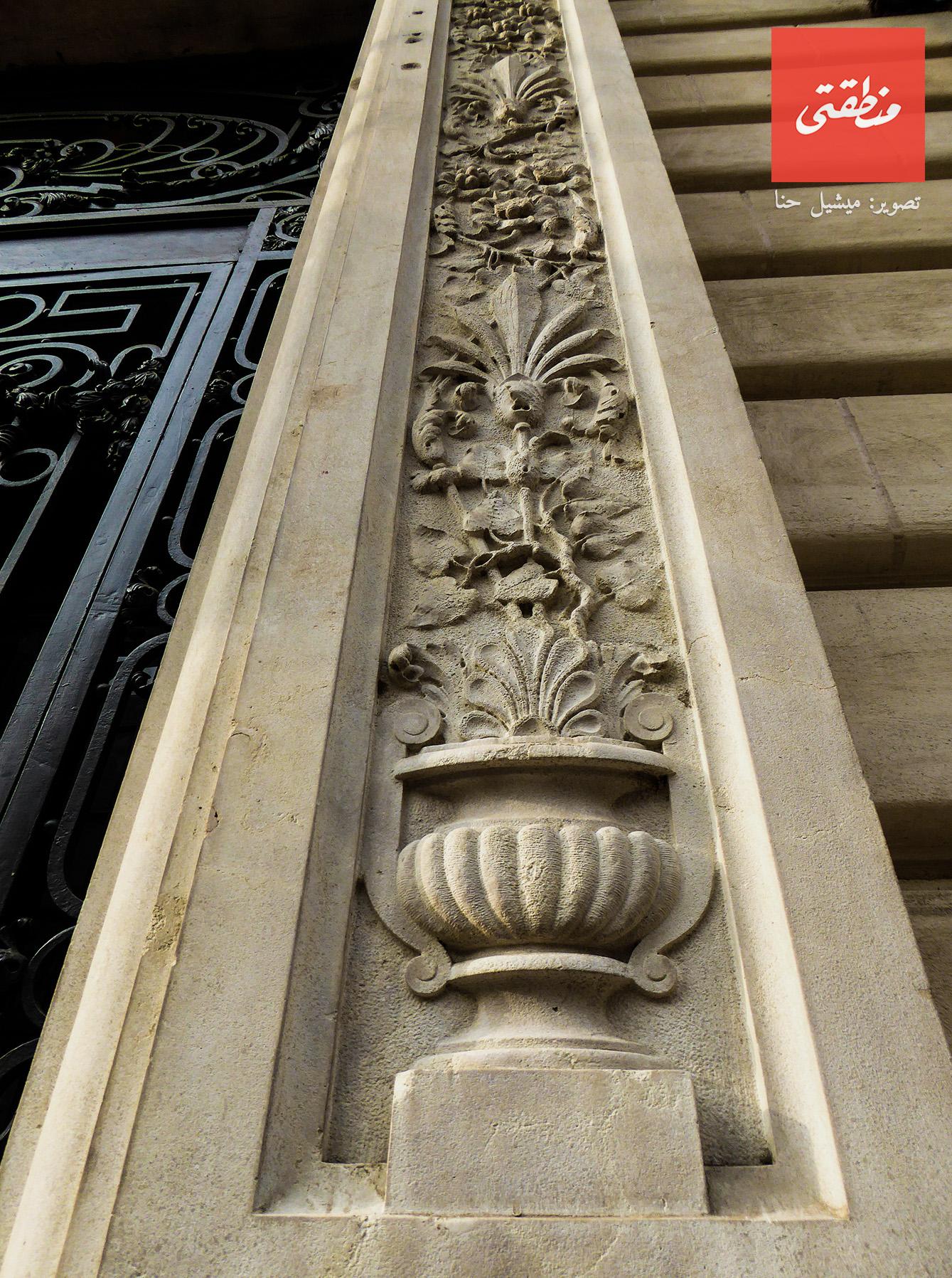 زخارف تزين إفريز باب المصرف العربي الدولي - شارع عبد الخالق ثروت.