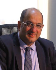 الدكتور زكي أصلان مدير مؤسسة إيكروم الشارقة