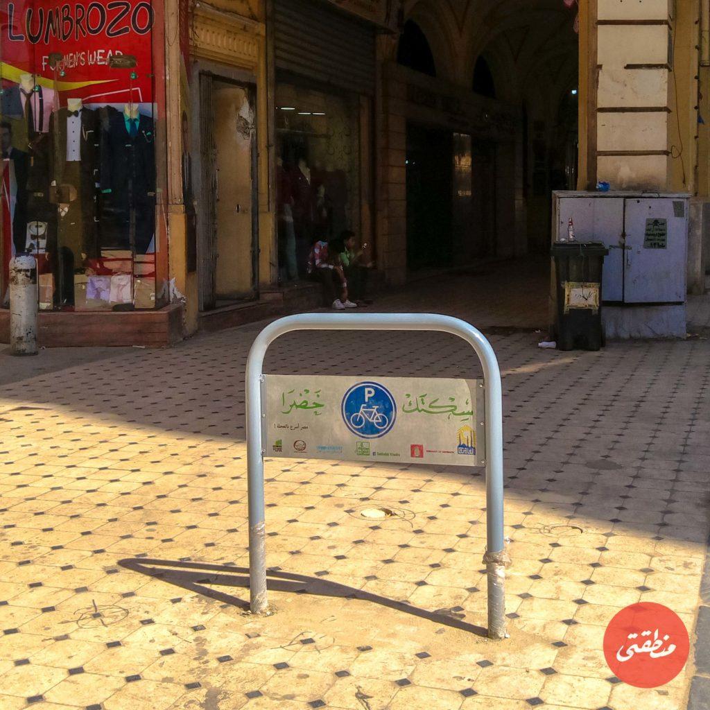 مساحة انتظار «سكتك خضرا» بممر بهلر في وسط البلد - تصوير: عبد الرحمن محمد