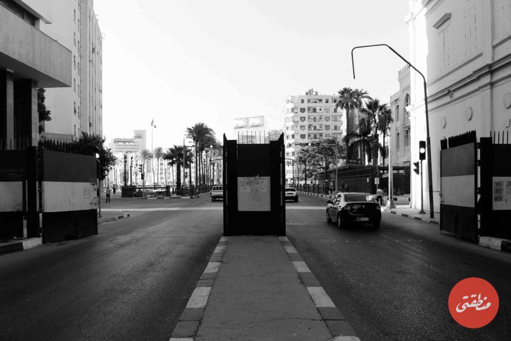 البوابات الحديدية التي تم وضعها بنهاية شارع قصر العيني خلال ثورة 25 يناير، البوابات تمت إزالتها منتصف 2018 - تصوير: صديق البخشونجي