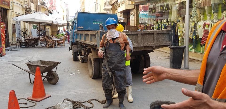 كما قامت الأجهزة المعنية بإجراء صيانة دورية بشارع الألفي بالتعاون مع هيئة الصرف الصحي \ المصدر حي الأزبكية