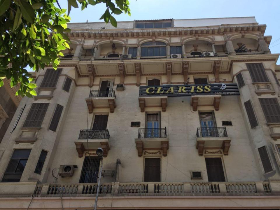 إزالة اللافتات بشارع قصر النيل