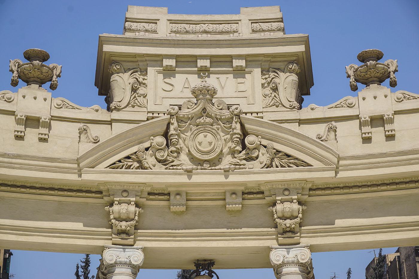 أشكال زخرفية معقدة تزين أحد زوايا كشك الشاى بحديقة قصر عابدين - تصوير - ميشيل حنا