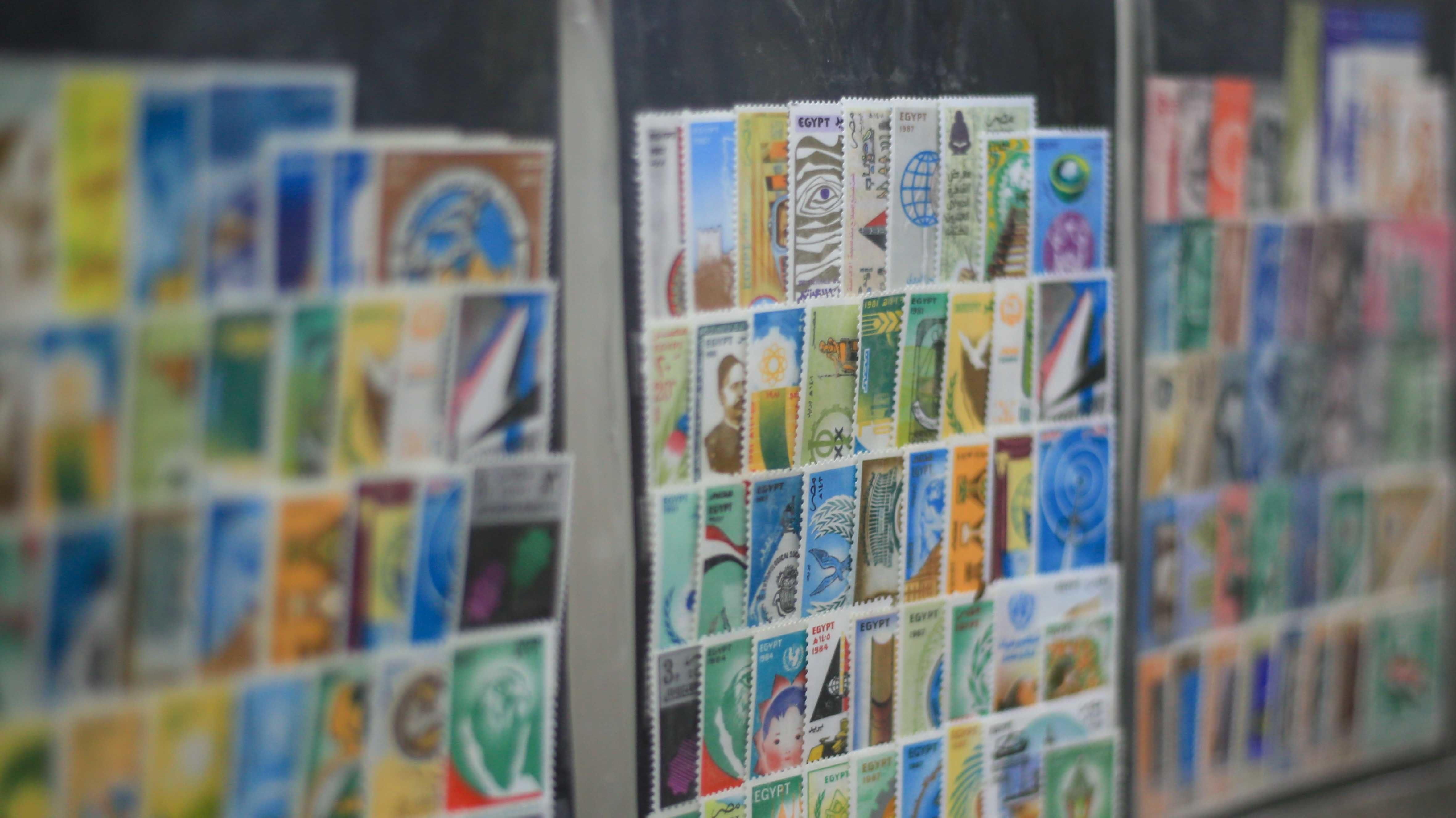 جانب من الطوابع المعروضة بالمحل- تصوير - عبد الرحمن محمد