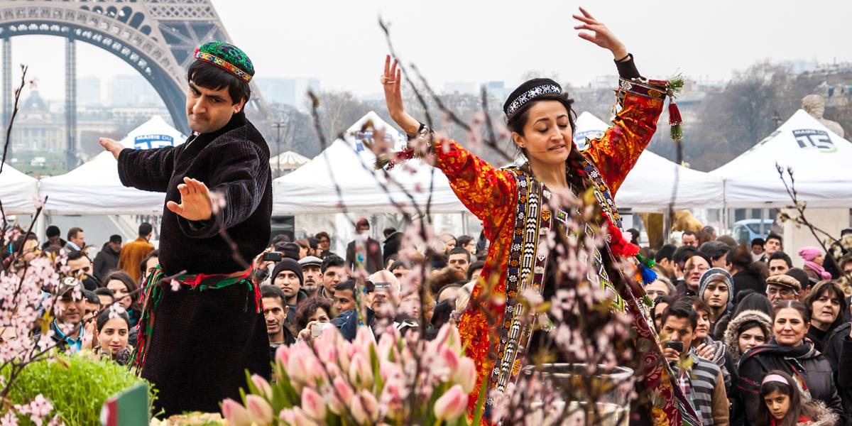 الغناء والرقص في الشارع الإيراني