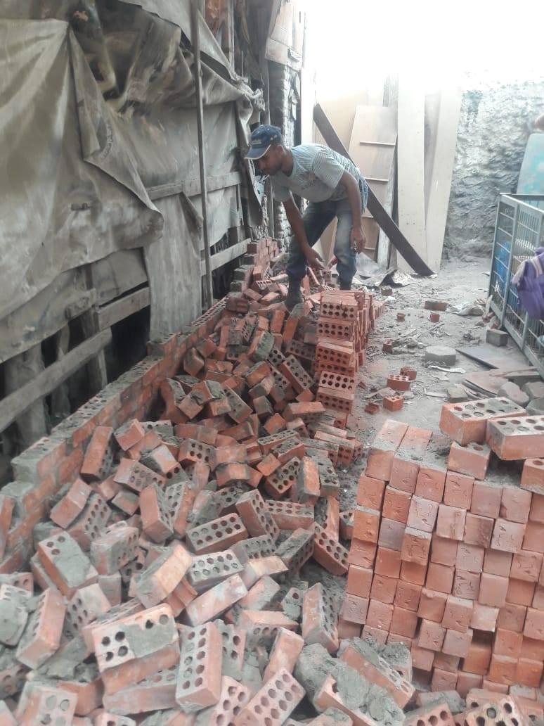 إزالة مبنى مخالف بشارع معروف